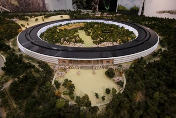 Πως ο Steve Jobs προσέλαβε τον Norman Foster για το Campus 2 [Video]