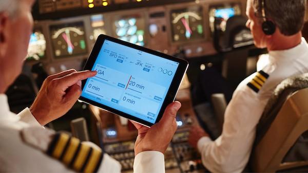Το iPad στα πιλοτήρια των αεροσκαφών της AEGEAN