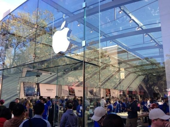 H Samsung πρέπει να καταβάλει άλλα $290 εκατ. ως ποσό αποζημίωσης στην Apple