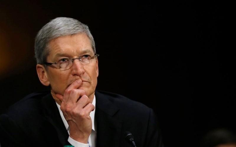 Η Apple εξετάζει να προσφύγει κατά του διατάγματος Trump για τη μετανάστευση